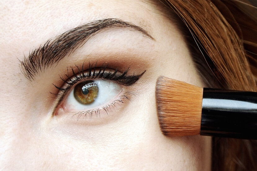 How to Put On Liquid Foundation With Brush